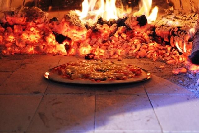 石窯でピザ焼き体験3