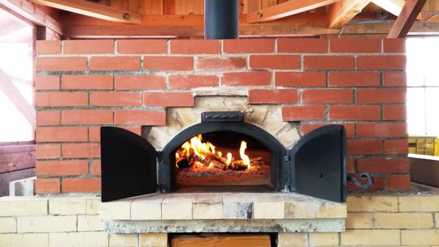 石窯でピザ焼き体験2