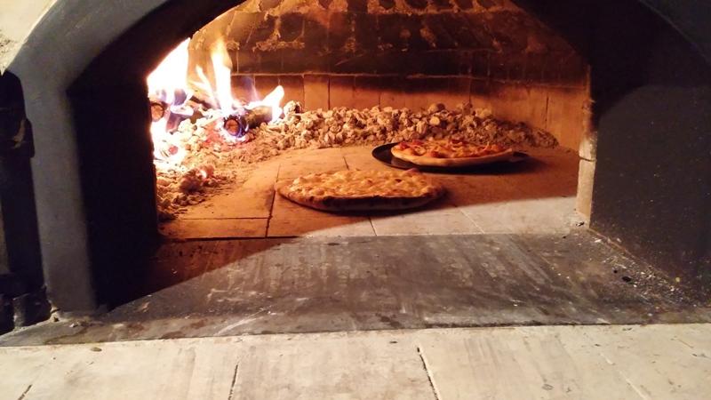 石窯でピザ焼き体験1