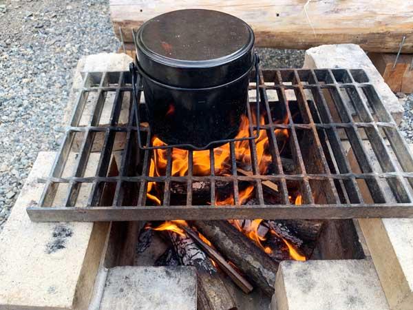 キャンプ料理◆~シチュー煮込みハンバーグ2