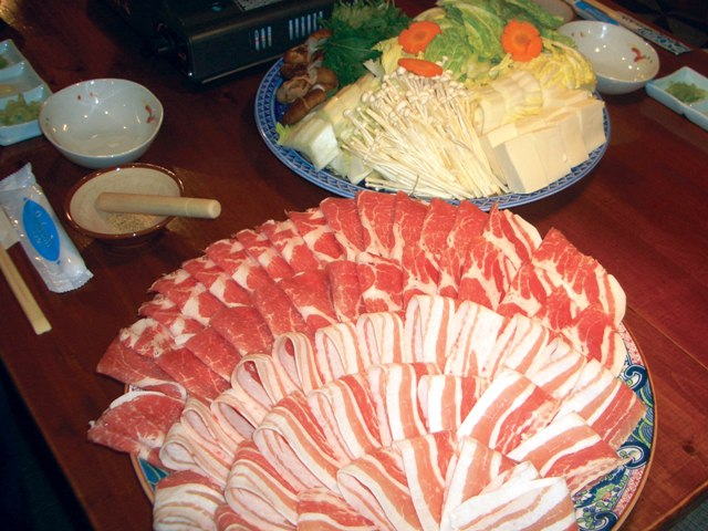『信州ポーク』のしゃぶしゃぶ(The Shinshu food (beef and pork) shabu-shabu)